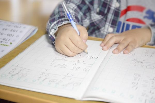 先取り学習する?しない?頑張らない派の我が家でも4歳息子と楽しくできる、ながら学習。