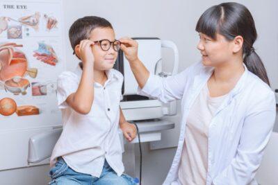 子供の弱視は発見が難しい!?就学時健康診断で判明した6歳娘の「弱視」について