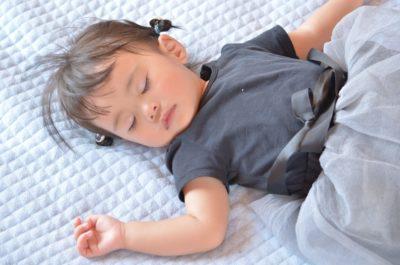 年末年始で生活リズムが崩れてる!?子どもの理想の睡眠時間と寝かしつけをスムーズにする習慣とは?
