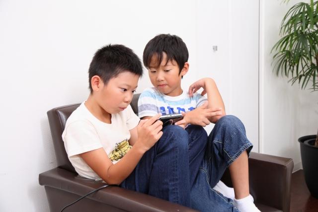 【小学生・友達トラブル】まさかうちの子が!?友達の家でテレビゲームを独占。息子をそうさせたのは私が原因?