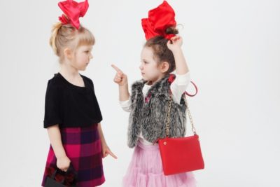 登園前バトル勃発!可愛い服で行きたい4歳娘 VS 動きやすい服を着せたい母の戦い!