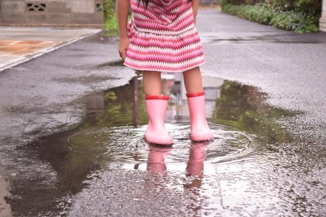 小さな長靴の可愛らしさ ~梅雨の季節の思い出~