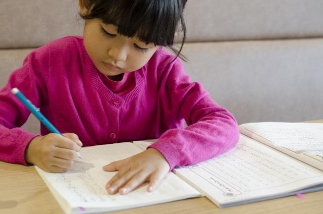 家庭学習に便利な機能がついた置時計!百ます計算の陰山英男先生監修のセイコースタディタイムがおすすめです!