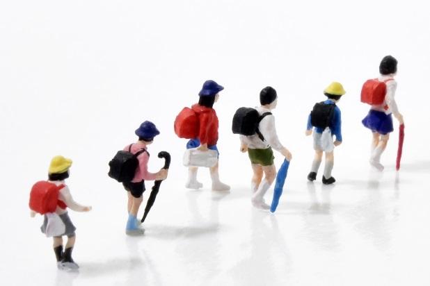 集団登校の待ち合わせ場所で繰り広げられる、小学生たちのほっこりする助け合いが面白い。