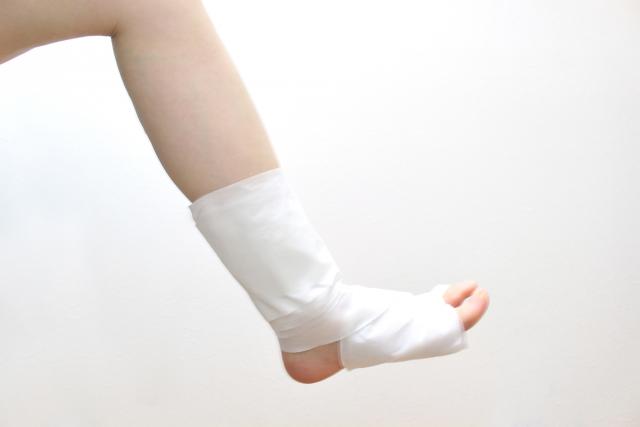 痛い!痛い!いたーい!!!痛すぎて声にならない。足の小指をドアに挟んだら、剥離骨折だったはなし。