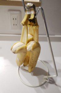 """あ""""-!!!そんなバナナ!?バナナスタンドがバナナの皮剥き器になったはなし(泣)娘と大爆笑したはなし"""