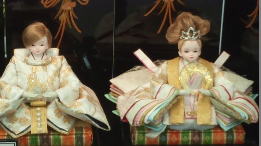 昨今のお雛さま事情-リカちゃんからゴスロリひな人形まで-
