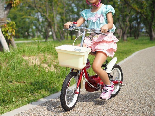 あれ、下手になってる!?久々に自転車に乗ったら、前より下手になっていた小3娘。そろそろ自転車の買替え時期かもしれない。