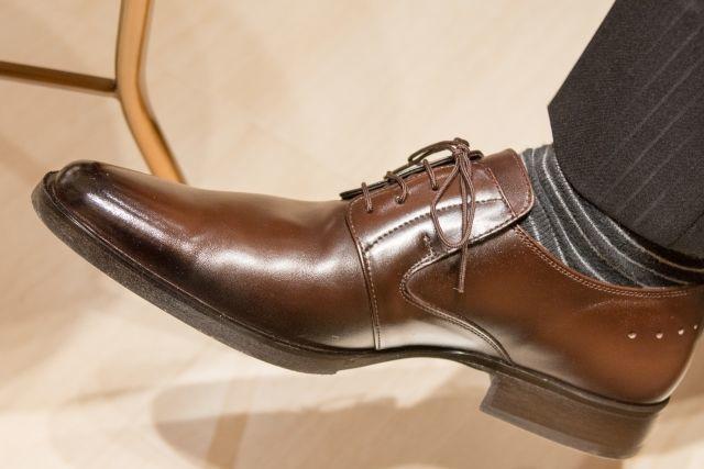 くさい足と靴に効果あり!!主人の足の臭いがかなり軽減した消臭パウダー『シャイニーキックス』。おすすめです!