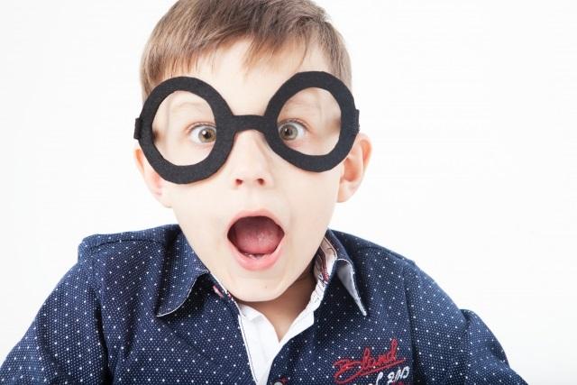 近視になる可能性が上がっちゃう!?外出自粛でも子供は太陽光を浴びるべき理由。