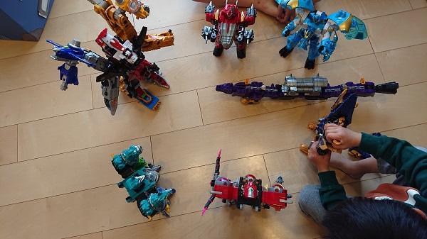 戦隊シリーズのおもちゃは意外と長く楽しめる。戦隊もののおもちゃ反対派だったけど、考え方が変わりました。
