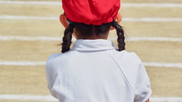 体操服を着るときは肌着をつけてはいけない(夏・冬関係なく)小学校のルール