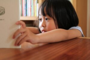 絵本の読み聞かせだけでは子供は本好きにはならない|幼少期から本を読む習慣をつけるためにすること