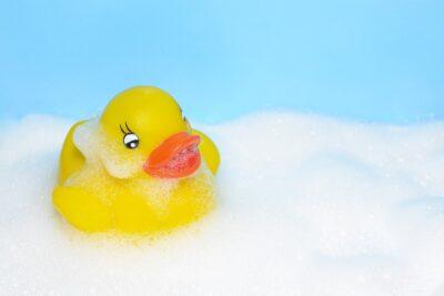お風呂に毎日入れるって誰が決めた!?イヤイヤ期真っ只中娘VSパパのお風呂事情