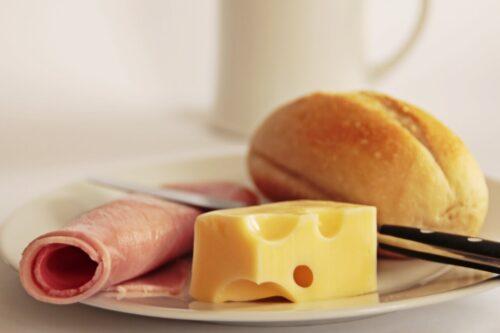 好きなものは先に食べる?それとも後?娘が朝食を見つめる理由が悶絶級のかわいさ!