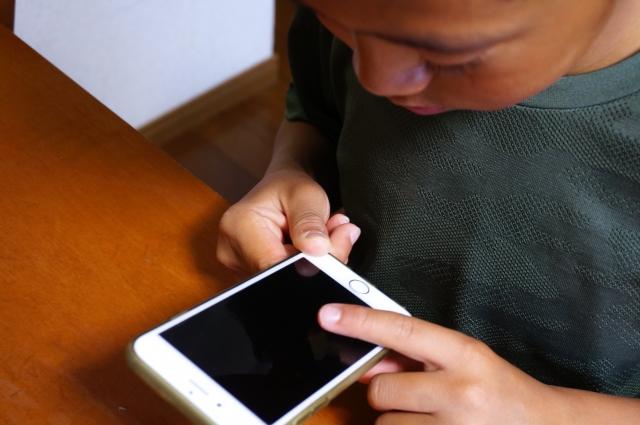 取り扱い注意なのはケータイじゃなくて「携帯する人」。キッズケータイは何歳から持たせる?購入前に知っておいて欲しいこと。