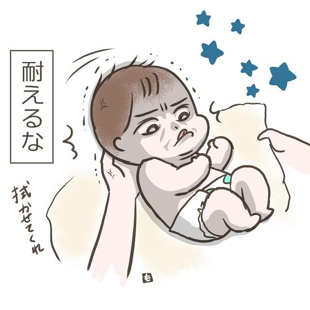 そんな顔して頑張らなくても・・・(笑)首のガードが固すぎる赤ちゃん|ももたまの子育て日記