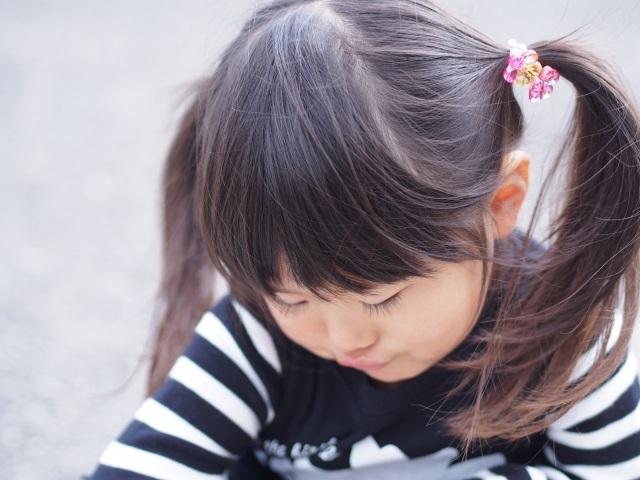 「お母さん、私…」子どもの気持ちのモヤモヤを聞き出す方法。親はどう対応する?|Ribbonの育児ブログ