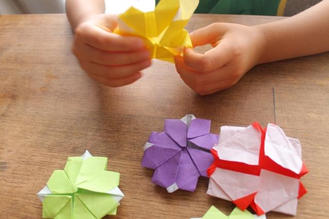 小4息子、お友だちの影響でおりがみにハマる!現代の子どもたちの創造的思考を育む昭和の遊び