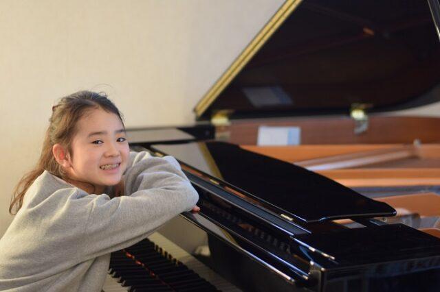 習い事のピアノ。年少から習い始めて、練習もせず・・やめる・やめないのバトルから7年。それでも続けてよかったと思えたこと。