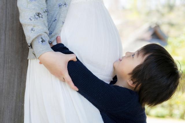 大変だけど幸せを見つけて気持ちが変わる!?「第3子妊娠期」を4歳と1歳の兄弟と共有しています