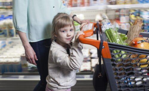 子供の「買って」コールのお悩みはこれで解決!3児のママが教えるお買い物がスムーズにいく2つの方法|Ribbonの育児ブログ
