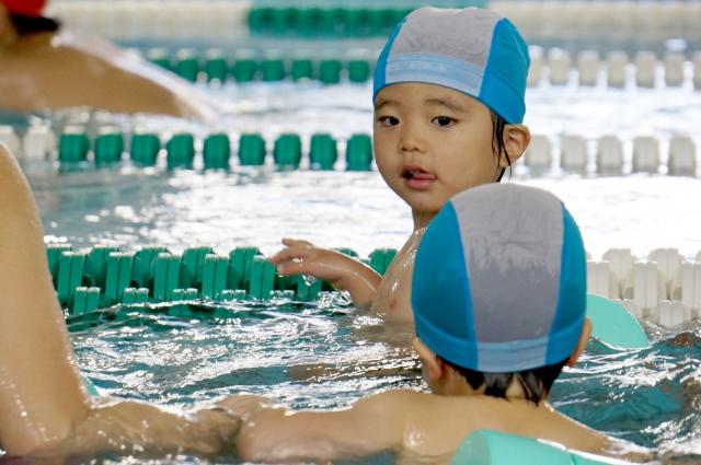 【水泳教室】習い事人気No.1!東大生も習ってた!?5歳息子を通わせ始めたらメリットがいっぱいだった
